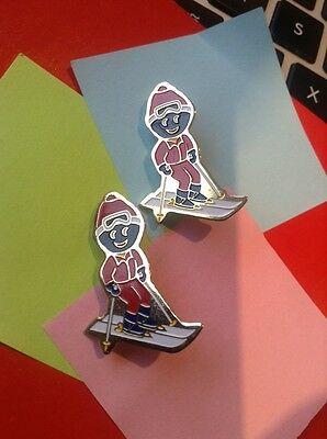 2 X GENUINE ROBERTSONS 1990's GOLLY BADGE DOWN HILL SKIER WHITE SKIS BLUE GLOVES