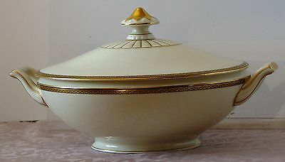 COVERED Serving BOWL by Heinrich H&C BAVARIA Germany GOLDEN KEY PATTERN Ivory
