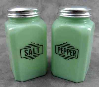 JADEITE GREEN GLASS TALL ART DECO SALT & PEPPER SHAKER RANGE SET ~Black Letters~