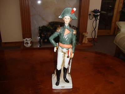 SUPERB CONTINENTAL NAPLES PORCELAIN MILITARY SOLDIER FIGURINE. #4.
