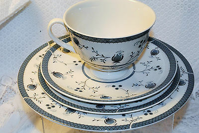 ROYAL DOULTON DINNERWARE 4 pcs set ENGLAND CAMBRIDGE 1017 TRANSLUCENT