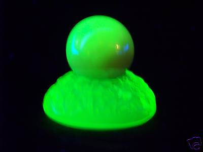 """VASELINE GLASS 1"""" SHOOTER MARBLE & 1 GUM MARBLE HOLDER  GLOW    (( id167878 ))"""