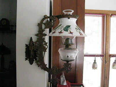 Fancy Cast Iron Wall Bracket Oil/Kerosene Lamp