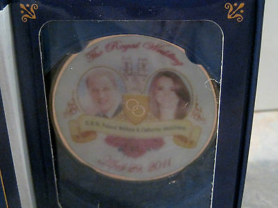 Prince William and Catherine Middleton Mini Commemorative Plate and Book