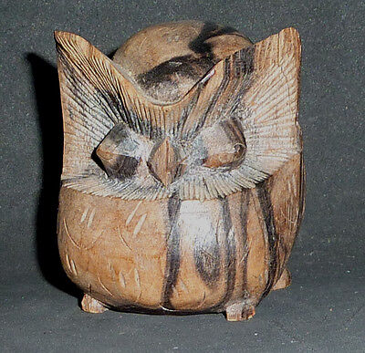HAND CARVED WOODEN OWL, 6.5 cm high