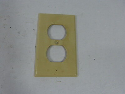 Leviton 020-86003 Ivory Outlet Cover Duplex Receptacle ! WOW !