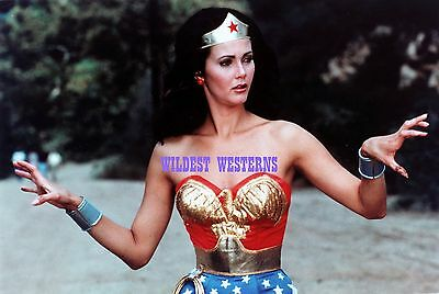 LYNDA CARTER Sexy Busty Photo HOT CANDID Wonder Woman EXPRESSIVE FINGERS Rare