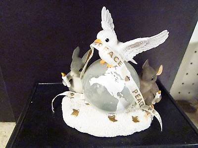 Charming Tails 89/2000 A WORLD OF GOOD WISHES Spec Millennium Ed ltd Dove Mice