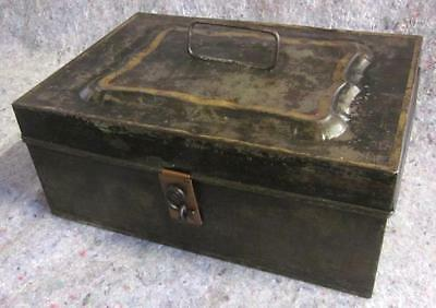 ANTIQUE TIN TACKLE BOX FULL OF OLD LURES LIFT OUT TRAYS NICE ASSORTME... Lot 197