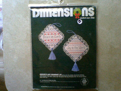 DIMENSIONS RIBBONS N LACE ORNAMENT Christmas Counted Cross Stitch KIT #8315