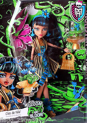 *Monster High* GLOOM AND BLOOM CLEO DE NILE DOLL SET- In Hand!!