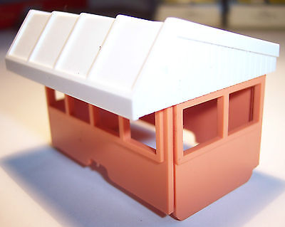 Triang Hornby Minic Motorways Spares M1809 Racing Pits Time Keepers Hut