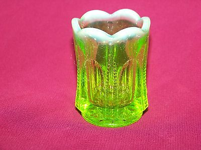 VASELINE GREEN URANIUM ZIPPER~PATTERN TOOTHPICK HOLDER GLOW      (( id198788))
