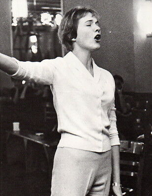 Julie Andrews Clipping Magazine Photo orig 1pg 8x10 P1521