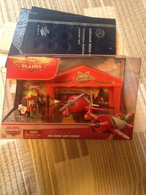 NEW Disney Planes Pit Row Gift Pack El Chupacabra w/ Pitty , Race Tent & Flag