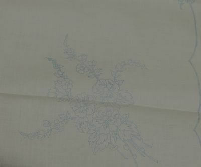 VINTAGE 1950s LINEN TABLECLOTH WITH EMBROIDERY TRANSFER