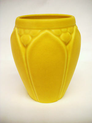 ROOKWOOD POTTERY VASE-1925-ARTS & CRAFTS DESIGN-MUSTARD COLOR-VG-NR