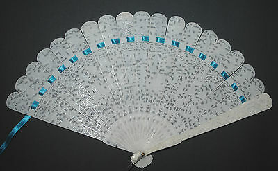ANTIQUE CHINESE HAND DEEP FILIGREE CARVED FIGURAL SCENE BRISE FAN QING DYNASTY