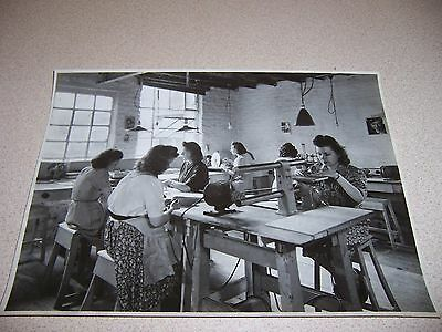 1940s PHILIPS TELEVISION BELGIUM FACTORY GIRLS WORKING ORIGINAL 7X9 PHOTO