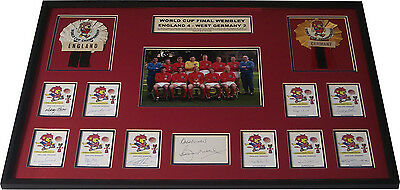 England 1966 World Cup Signed x 11 Bobby Moore Charlton Alan Ball Willie Display