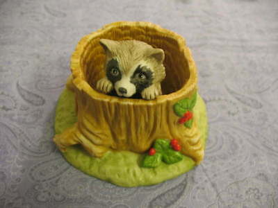 Vintage Raccoon In Hollow Stump Bisque Figurine Franklin Mint ~G156 K5