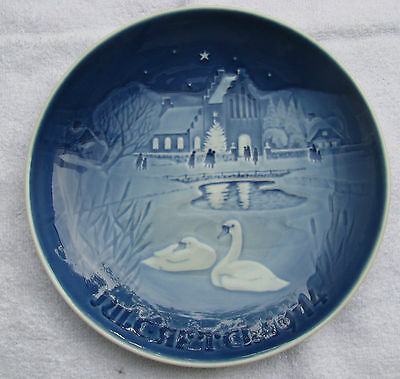 Bing & Grondahl 1974 Christmas Collector Plate Christmas In The Village