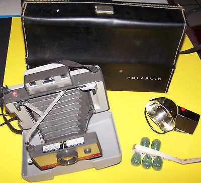 Vintage Polaroid Model 220 Automatic Instant Land Camera with Carry Case