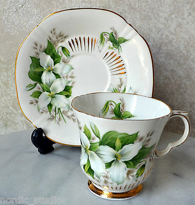 ROYAL ADDERLEY English Bone China TEA CUP SAUCER SET TRILLIUM Canadian Flowers 1
