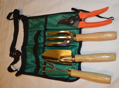 5-Piece Garden Tool Set W/Tote Bag with .** NEW** ( B12)