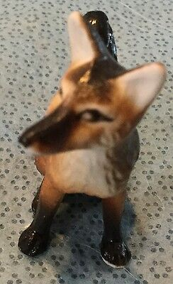 Small Sitting Fox Porcelaine Figurine