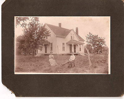Couple Posing For  Camera In Front Of Their House Vintage Photo 1911