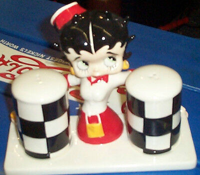 BETTY BOOP DINER CAR HOP SALT AND PEPPER SET w/ stand NEW IN BOX