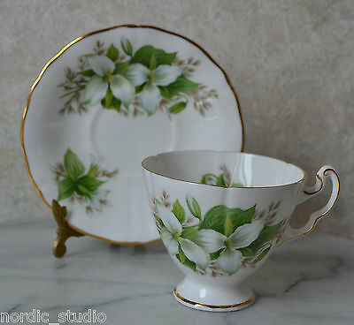 ROYAL ADDERLEY English Bone China TEA CUP SAUCER SET TRILLIUM Canadian Flowers 4