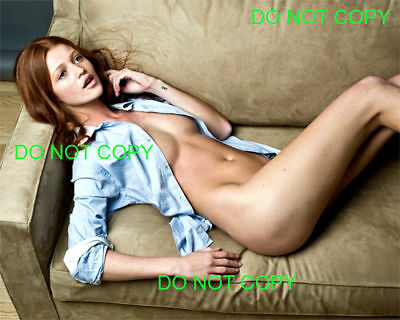 CINTHIA DICKER - 8x10 Photo - NAKED ON HER COUCH