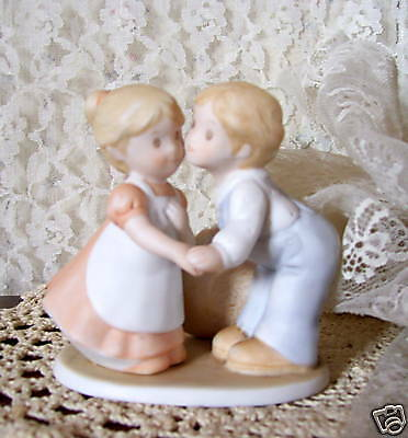 Circle Of Friends First Kiss Homco Figurine 1991