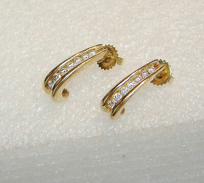 14K Yellow Gold Beautiful Diamond 1/4 Carat Drop Curve Pierced Earrings N256-I
