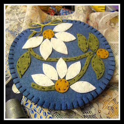 Pattern for Vintage-style felt Needle Book /case - Summer Daisies