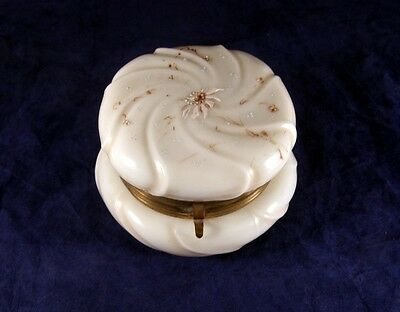Antique WAVECREST Dresser Box with White Daisies 4 1/2""