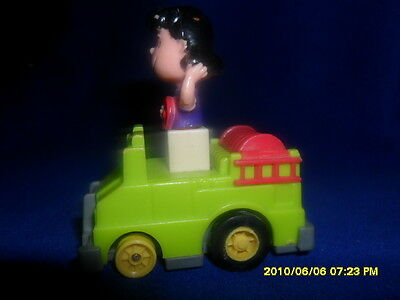 1990'S PEANUTS GANG & McDONALDS LUCY IN HER PUSH CAR TOY THAT MOVES