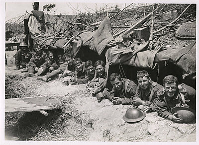 World War One Ww1 Original Photo - Happy Tommies At Entrance To Shelter