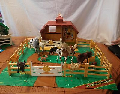 Grand Champions Horse Stable Corral with Horses and lots of accessories
