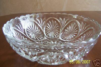"8"" Anchor Hocking Star And Cameo Prescut Crystal Bowl"