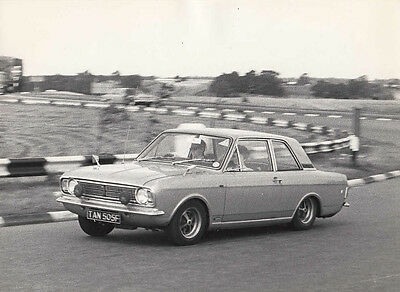 FORD CORTINA MK2 TWO DOOR SALOON, CAR REG No.TAN 505F, PHOTOGRAPH.