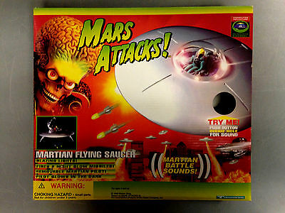 1996 Trendmasters Mars Attacks! Martian Flying Saucer With Battle Sounds, Lights