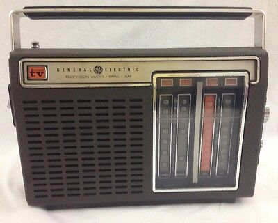 VTG General Electric TV Sound AM FM Radio Model 7-2930B