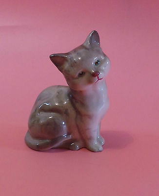 Royal Doulton Cat Sitting Grey & White