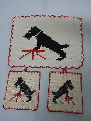 VINTAGE HAND CROCHET TOASTER COVER & 2 POT HOLDERS with BLACK SCOTTY DOGS