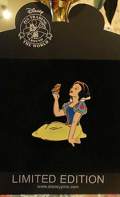 DISNEY SNOW WHITE Sitting With Butterfly PRINCESS LE 250 PIN New On Card 2008