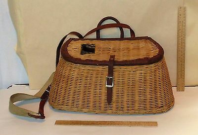 FISHING CREEL - Basket with leather trim - unmarked Creel with Harness - used 1