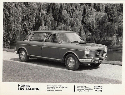 Morris 1800 Saloon Period Photograph.